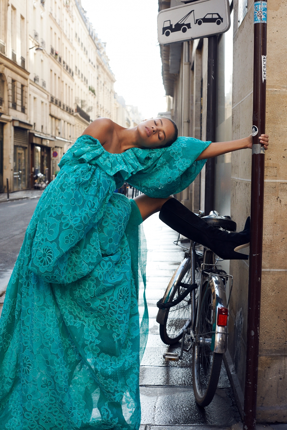 Malaika Firth | L'Officiel Switzerland